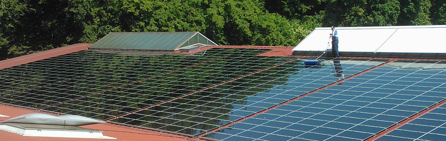 Flachliegende Photovoltaikanlage Blechdach Dünnschicht