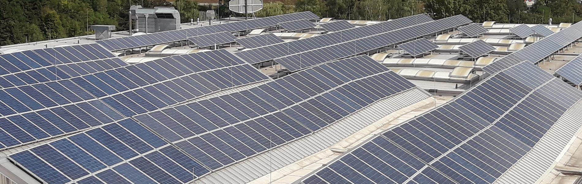 Sheddächer mit Photovoltaikanlage